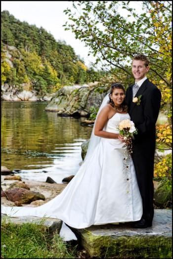 Bryllup 056 med rett horisont-brudeparet