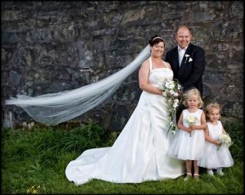 Bryllup-111-Brudepike og brudesvenn