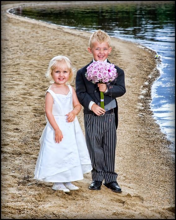 Bryllup-055-Brudepike og brudesvenn